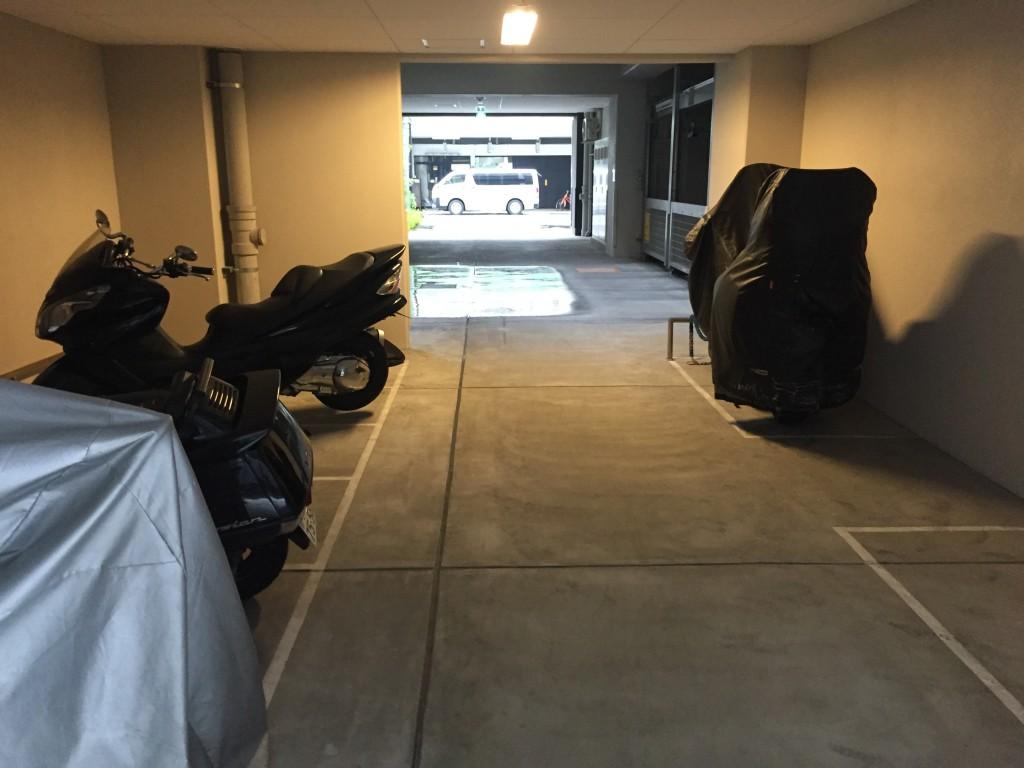 月極駐車場 アーデンタワー本町イーストの写真1