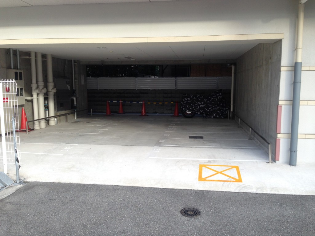 月極駐車場 セレニテ江坂四番館の写真1