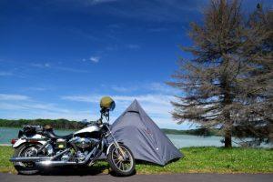 テント近くにバイクを停めれるか